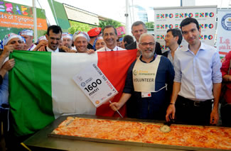 Made using 1.5 tonnes of mozzarella cheese and two tonnes of tomato sauce, the Worlds Longest Pizza weighed in at 5 tons and measured 1.59545 km.