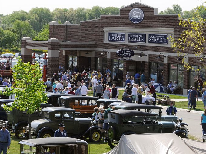 largest model a ford museum gilmore car museum sets world record. Black Bedroom Furniture Sets. Home Design Ideas